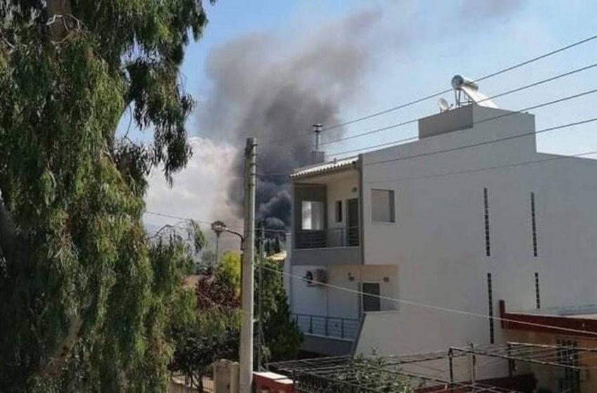 Πολιτική Προστασία για τη φωτιά στον Ασπρόπυργο: Μείνετε μέσα και κλείστε τα παράθυρα