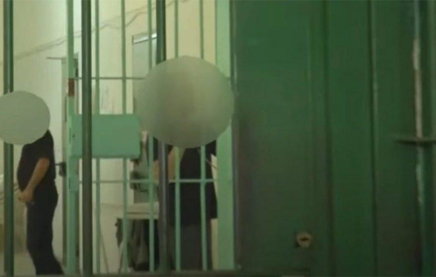 Ψυχρός και ανέκφραστος ο δολοφόνος της Καρολάιν – Νέες εικόνες μέσα από τη φυλακή – Πώς παγίδευσε τον Γεωργιανό