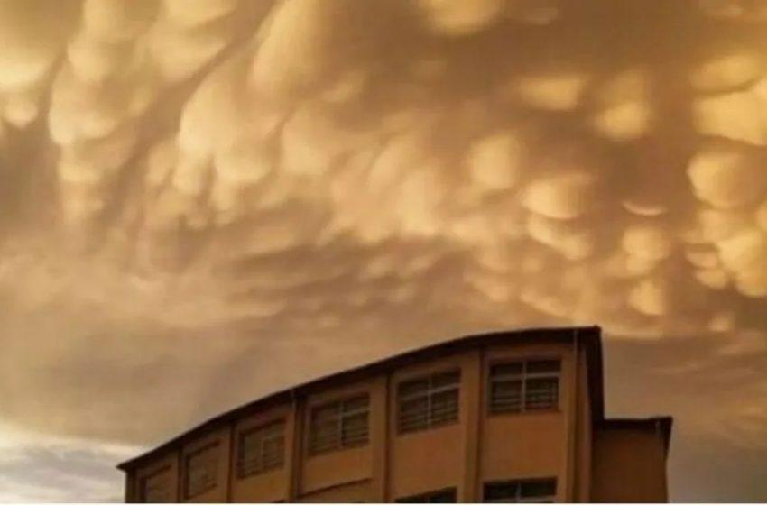 Λάρισα: Σμήνος από σύννεφα Mamatus στον ουρανό