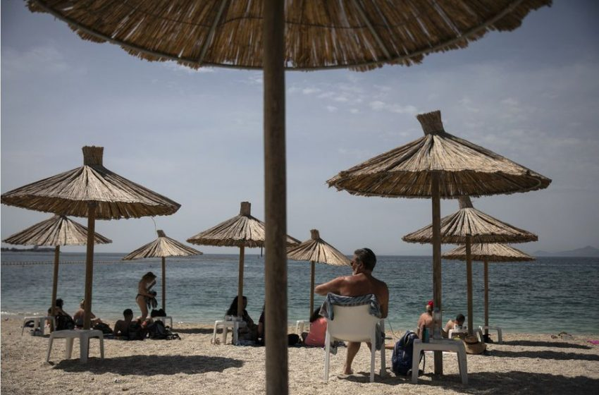 "Bloomberg: Επιμένει για την ""κατσάδα"" Μέρκελ σε Ελλάδα και Κύπρο για την ""τουριστική χαλαρότητα""- Μητσοτάκης: Δημοσιογραφικές υπερβολές"