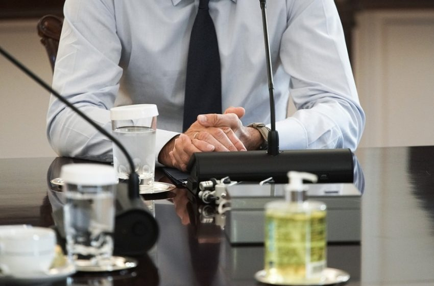 Τελευταίες πληροφορίες για ανασχηματισμό: Ποιοι υπουργοί φεύγουν, ποιοι μετακινούνται, ποιοι είναι οι σταθεροί
