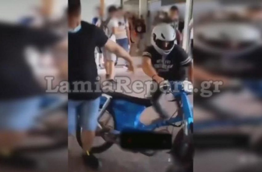 Μαθητής εισέβαλε με μηχανάκι στο σχολείο και έκανε…αγώνες επίδειξης στο προαύλιο (vid)