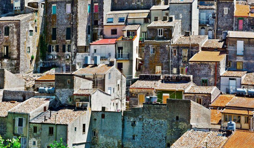 Σπίτια με… 1 ευρώ στην Ιταλία – Γιατί δεν τα αγοράζουν οι Ιταλοί