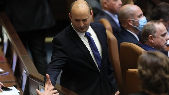 Ο Ναφτάλι Μπένετ ορκίζεται πρωθυπουργός του Ισραήλ