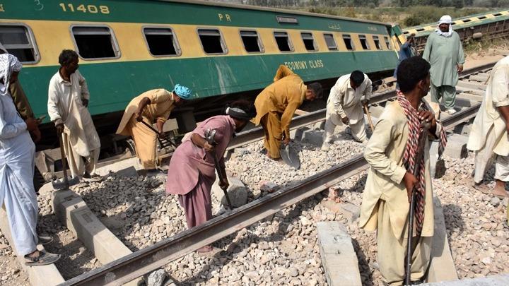 Πακιστάν: Περισσότεροι από 30 νεκροί σύγκρουση δύο τρένων