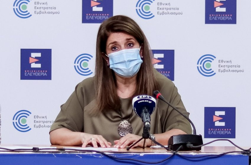 Παπαευαγγέλου: Τέλος η μάσκα στους εξωτερικούς χώρους- Διατηρείται μόνο όπου υπάρχει συγχρωτισμός
