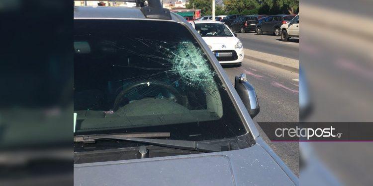 Πέτρες και μπογιές κατά αστυνομικών που εμπόδισαν κορονοπάρτι