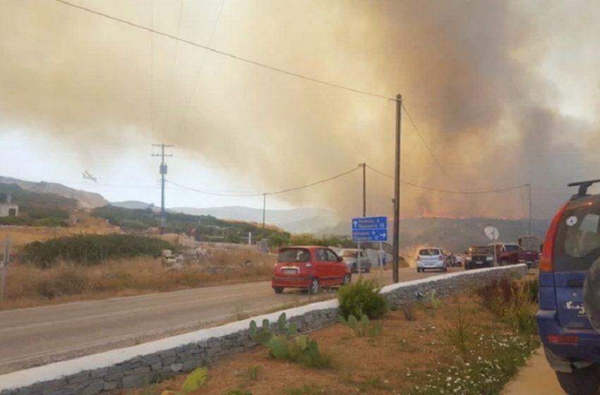 Σε ύφεση η φωτιά στην Πάρο