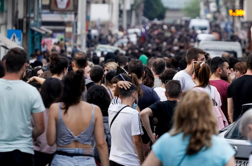 Πετράλωνα: Συγκέντρωση διαμαρτυρίας για τον βιασμό της 50χρονης καθαρίστριας