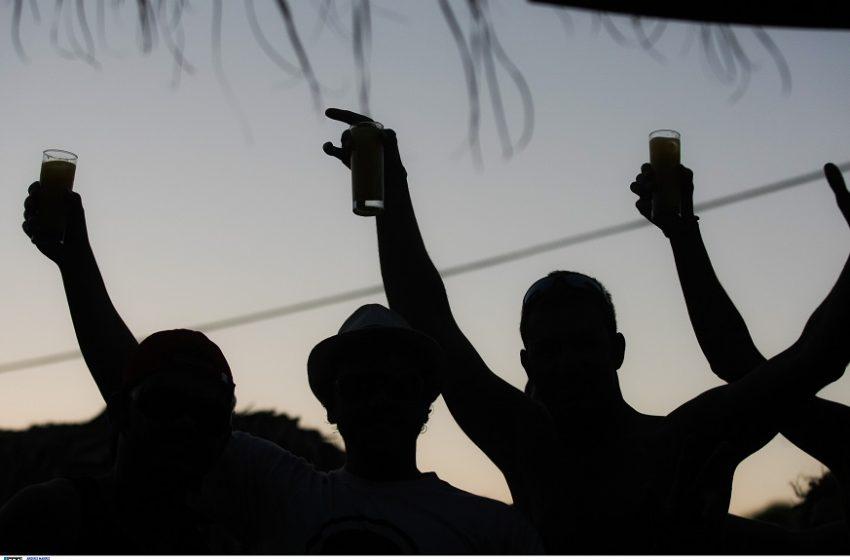 Μύκονος: Γνωστός ποδοσφαιριστής της Μπαρτσελόνα σε κορονοπάρτι (vid)