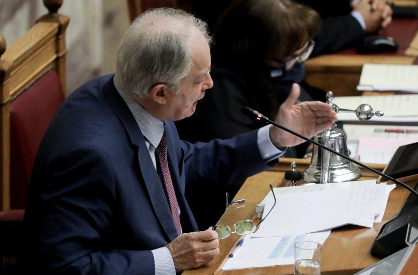 """Μητσοτάκης ή Τσίπρας παραβιάζει τον κανονισμό της Βουλής; Η απόφαση Τασούλα, βάζει """"φωτιά"""" ενόψει εργασιακού"""