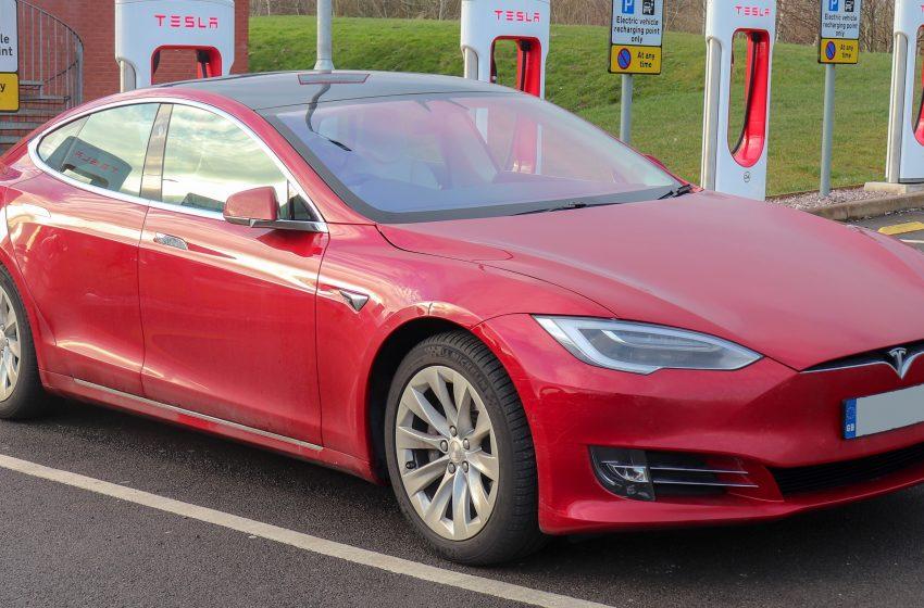 Tesla: Ανακαλεί πάνω από 285.000 αυτοκίνητα στην Κίνα