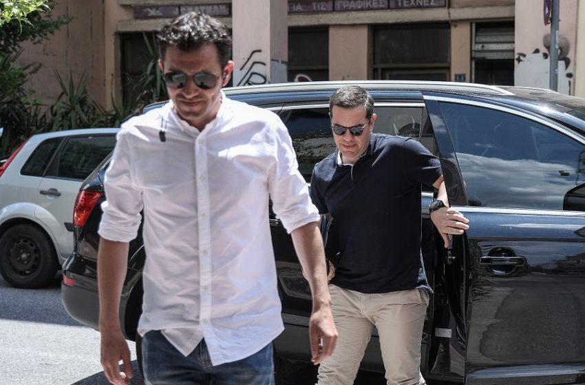 """Παρασκήνιο: Ένταση στο Πολιτικό Συμβούλιο του ΣΥΡΙΖΑ – """"Άδειασμα"""" Τσίπρα στον Πολάκη και ψηφοφορία για Fraport"""