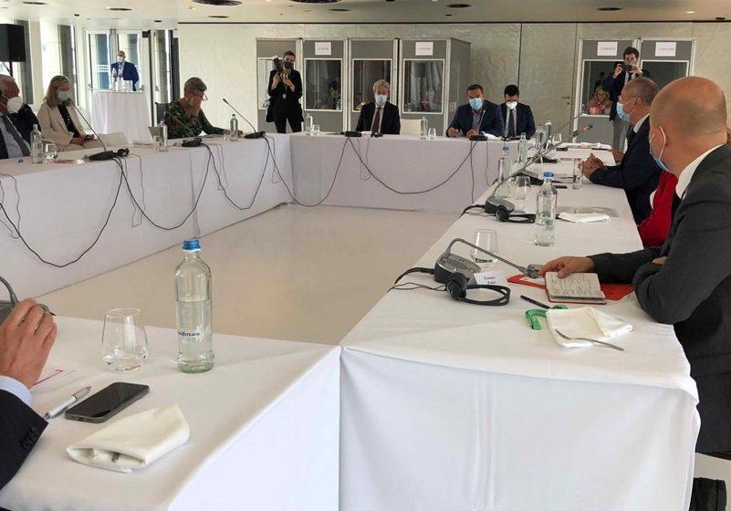 """""""Στενό πρέσινγκ"""" των Eυρωσοσιαλιστών στον Τσίπρα – Το παρασκήνιο των επαφών στις Βρυξέλλες"""