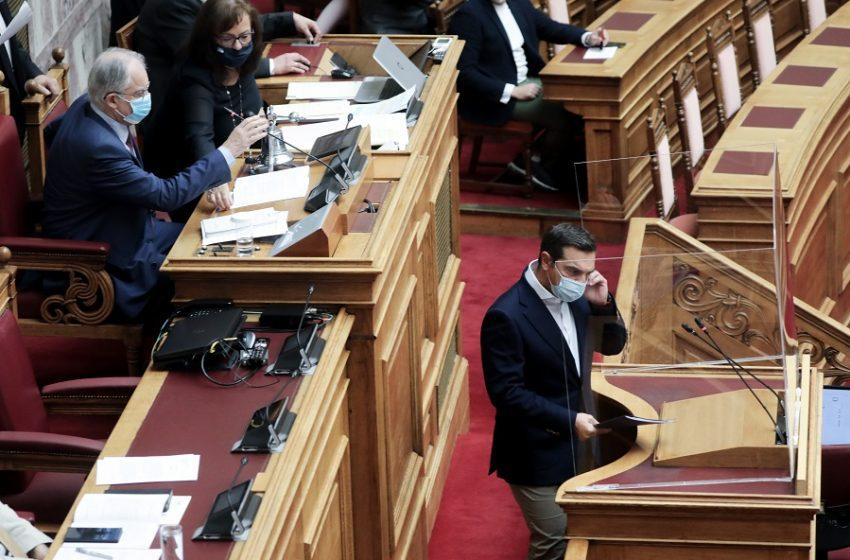 """""""Εντυπωσιακό κοινοβουλευτικό πραξικόπημα"""" – Σάλος στα social από την απόφαση Τασούλα στη Βουλή εναντίον του Τσίπρα"""