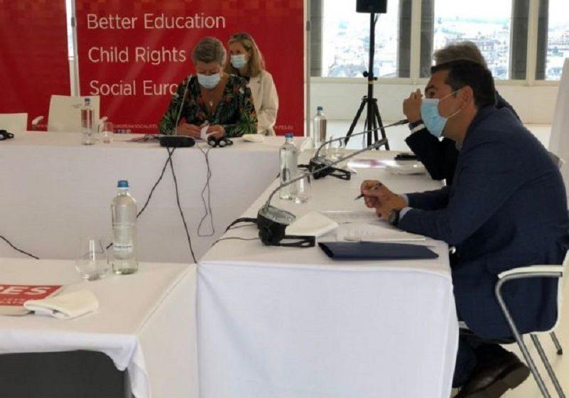 Τσίπρας στο PES: Δεν πρέπει να επιτρέψουμε στις συντηρητικές δυνάμεις να μας πάνε πίσω