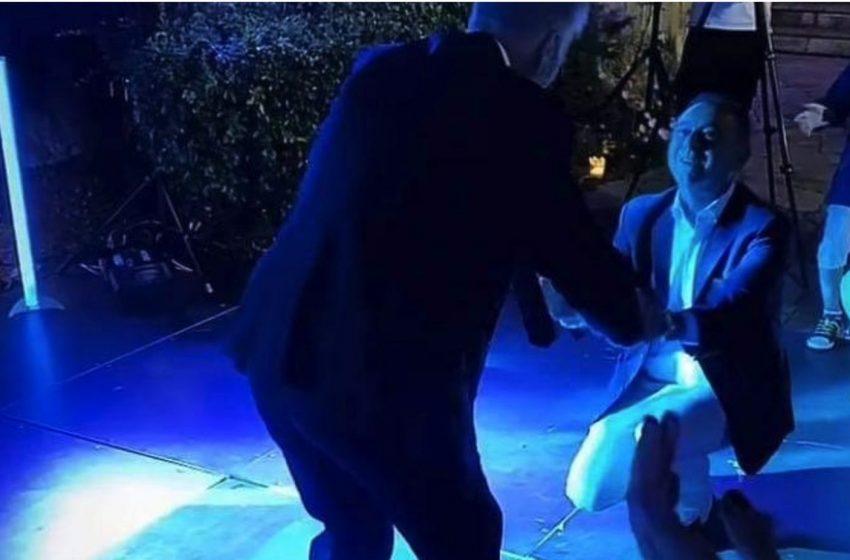 """Σάλος για το γαλάζιο """"κορονογλέντι""""…μετά μουσικής- """"Εκανα λάθος"""", λέει ο βουλευτής Κέλλας- Επίθεση από ΣΥΡΙΖΑ"""