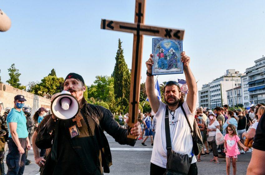 """Σύνταγμα: """"Δεν έχουν σχέση με την εκκλησία"""", λέει ο Μητροπολίτης Δωδώνης"""