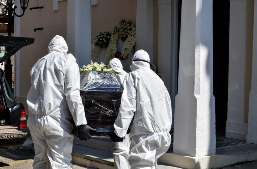 """Καταγγελία – Ιερέας άνοιξε το φέρετρο 77χρονου και φώναζε: """"Δεν υπάρχει κοροναϊός"""""""