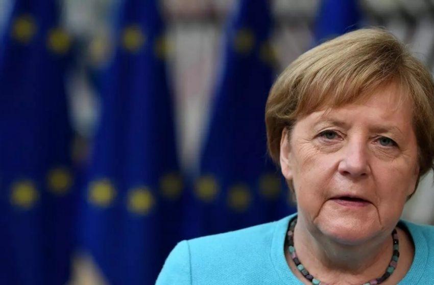 Μέρκελ: Την πήρε ο ύπνος σε τηλεδιάσκεψη με πολίτες (vid)
