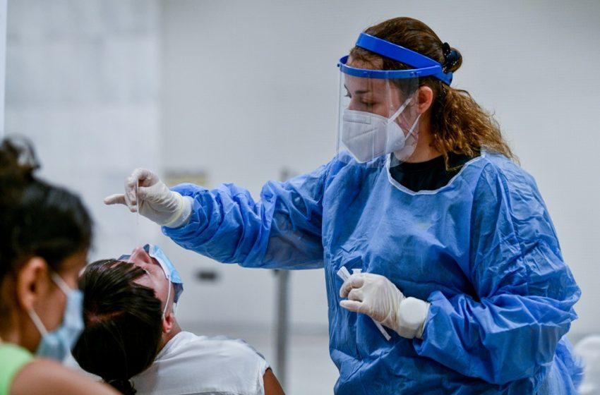 Σταθερά στα 3.000 κρούσματα και σήμερα – Η πρόβλεψη Αρκουμανέα – Στο 5% οι εμβολιασμένοι που νοσούν