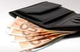 Λάρισα: Φοιτήτριες βρήκαν και παρέδωσαν στην Αστυνομία πορτοφόλι με 8.000 ευρώ