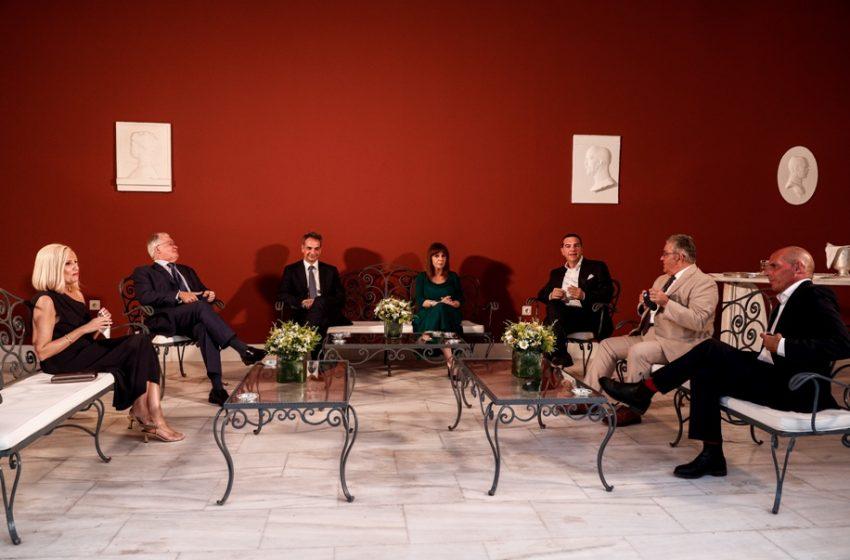 Δεξίωση στο Προεδρικό για την Αποκατάσταση της Δημοκρατίας: Τα μηνύματα, οι συζητήσεις, οι παρουσίες (εικόνες)