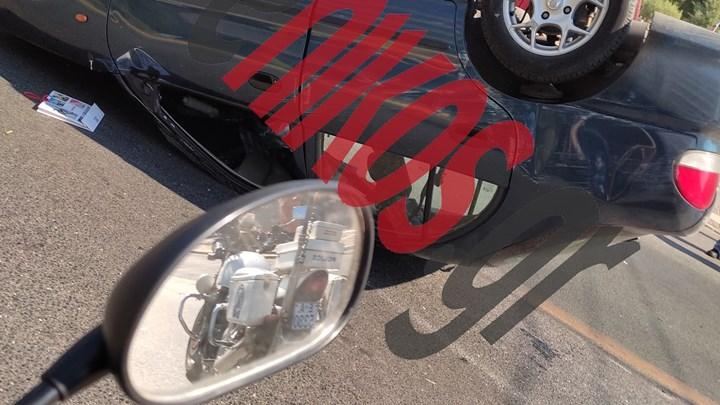 Απίθανο τροχαίο στην Αλεξάνδρας – Αναποδογύρισε αυτοκίνητο