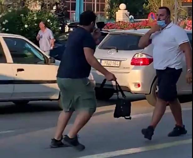 Κάμεραμαν χτυπάει πολίτη (vid)
