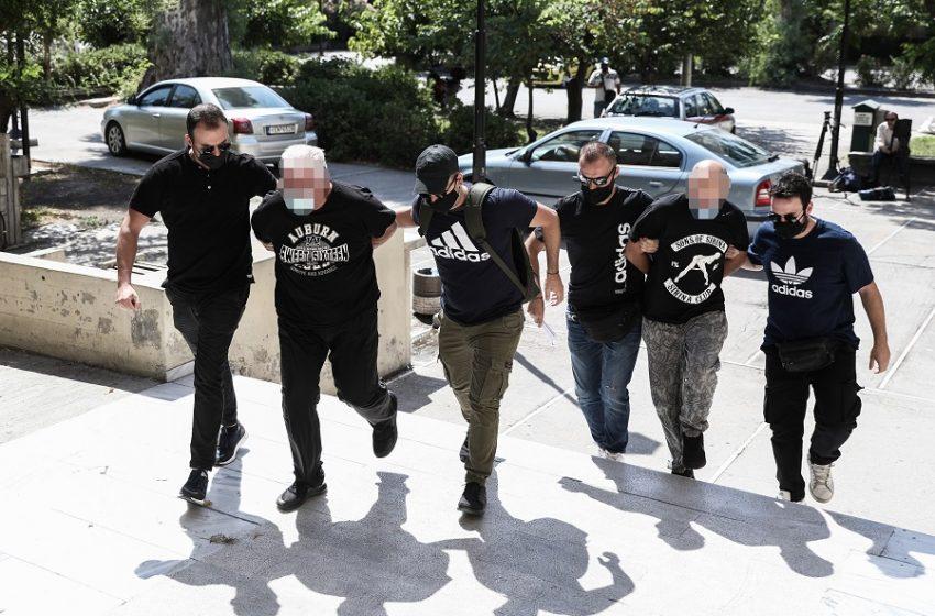 Κακοποίηση 19χρονης: Νέο ένταλμα εκτός από τον αστυνομικό και τον πατέρα – Το χρονικό, οι καταγγελίες και οι απαντήσεις