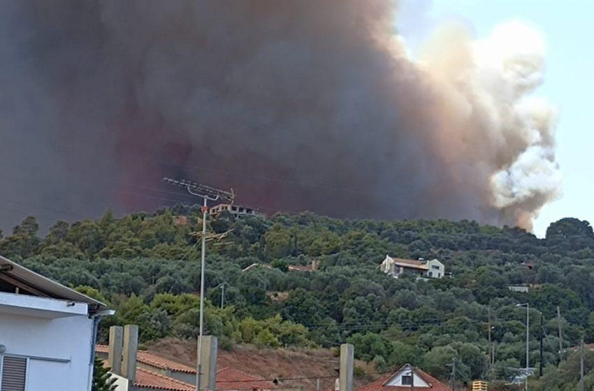 Εκτός ελέγχου η φωτιά στην Αχαΐα – Εκκενώνεται και ο Λόγγος – Ενεργοποιήθηκε το 112