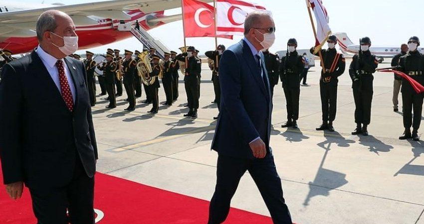 """""""Άνθρακες"""" τα καλά νέα Ερντογάν στα Κατεχόμενα: Υποσχέθηκε """"προεδρικό μέγαρο"""" και κήπο του έθνους – Ούτε λέξη για τα Βαρώσια"""