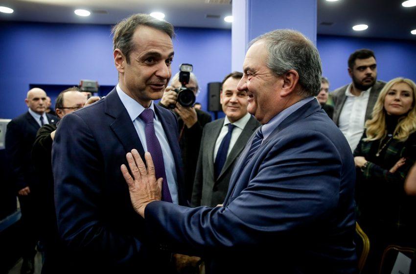 """""""Καρφώνουν"""" Μητσοτάκη για διαχείριση της πανδημίας έξι πρώην υπουργοί και στελέχη του Καραμανλή"""