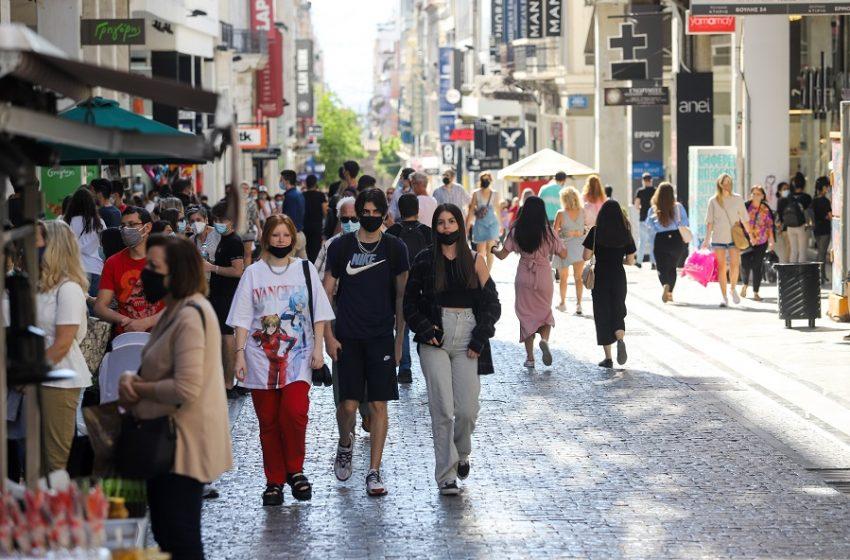 """Κοροναϊός: Επιστρέφει ο εφιάλτης στην Αττική – 1.022 νέα κρούσματα, """"βράζει"""" το κέντρο"""