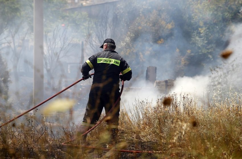 Πυρκαγιά: Εκκενώνεται, για προληπτικούς λόγους, ο οικισμός της Λευκίμης