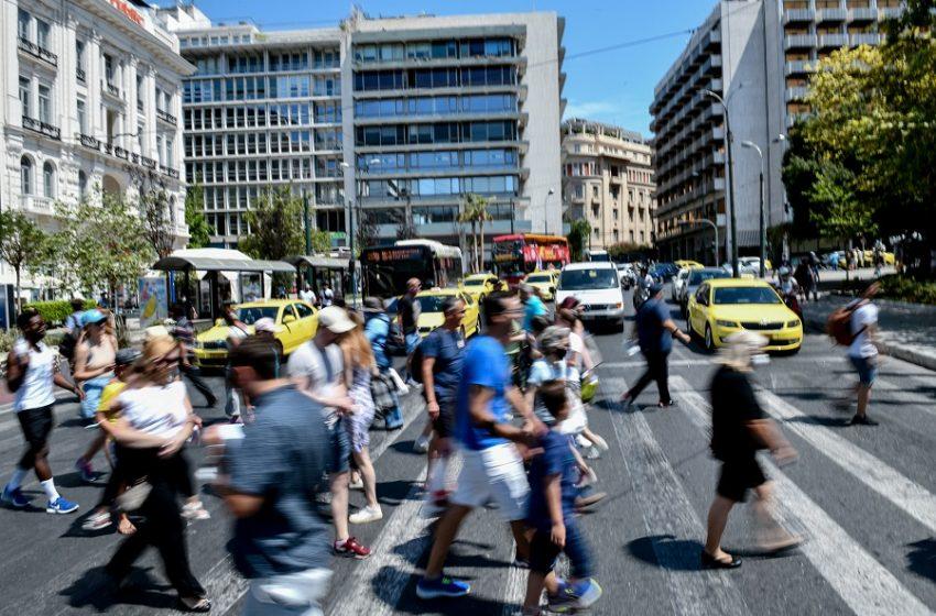 Κοροναϊός: Επέστρεψε δριμύτερος – 1.797 κρούσματα, 8 θάνατοι, 168 διασωληνωμένοι