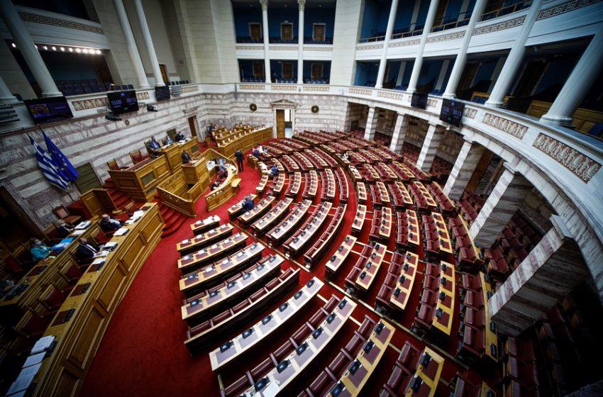 """Βουλή: Ψηφίστηκε το νομοσχέδιο για την αντιμετώπιση του """"μαύρου χρήματος"""""""