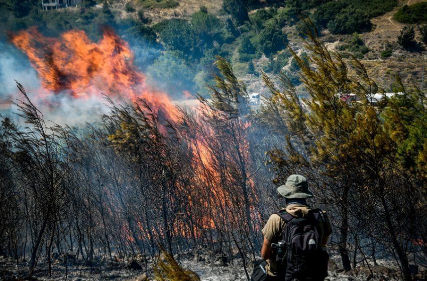 Η πυρκαγιά στον Bαρνάβα με το drone της Πυροσβεστικής (vid)