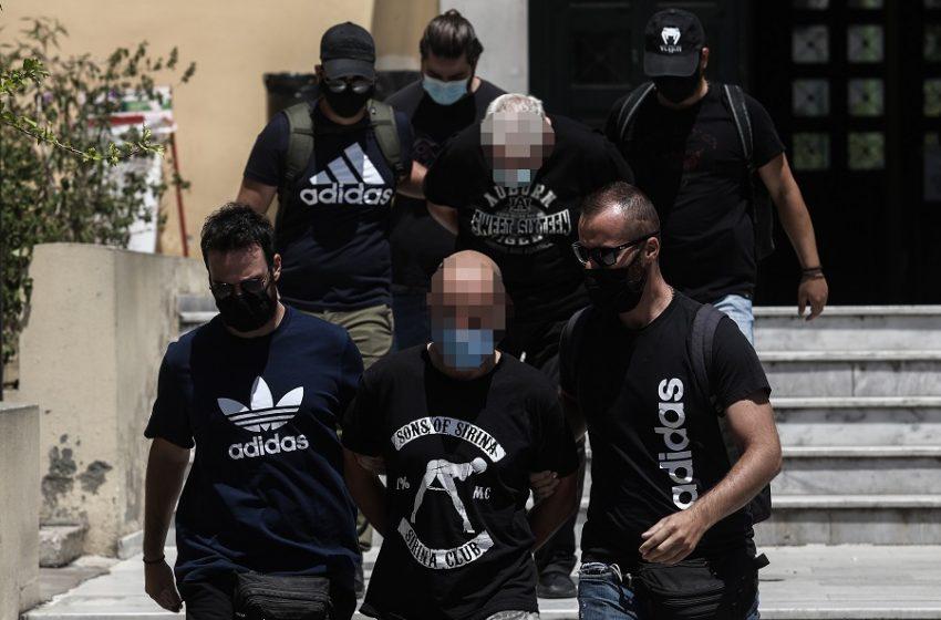 ΣΥΡΙΖΑ: «Η ΝΔ οφείλει να απαντήσει: Ισχύει πως ο αστυνομικός που εξέδιδε τη 18χρονη είναι στέλεχος της;»