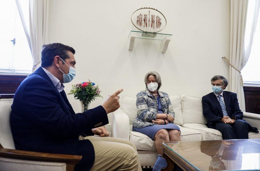 Τσίπρας: Οι πολίτες να αγνοήσουν τον διχαστικό λόγο του κ. Μητσοτάκη και να εμβολιαστούν