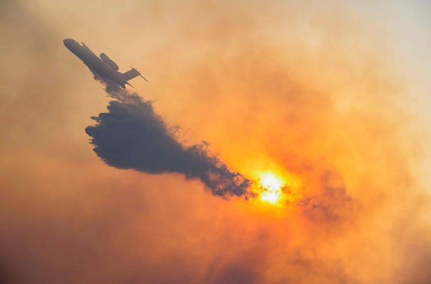 Μαίνεται η φωτιά στη Σάμο: Εκκενώθηκε το χωριό Κοκκάρι – Τουρίστες εγκαταλείπουν τα ξενοδοχεία