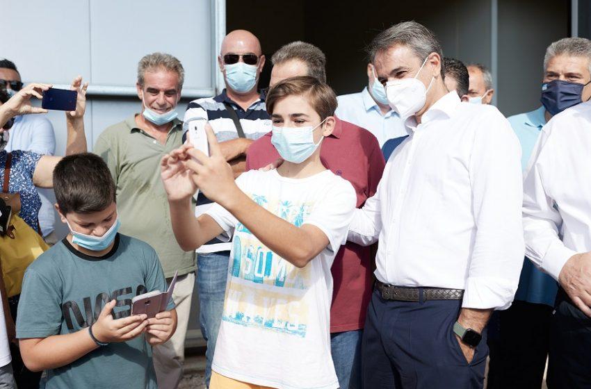 """Μητσοτάκης: Κάλεσμα στους νέους 18-25 να εμβολιαστούν: """"Η πλατφόρμα για το #FreedomPass άνοιξε"""""""