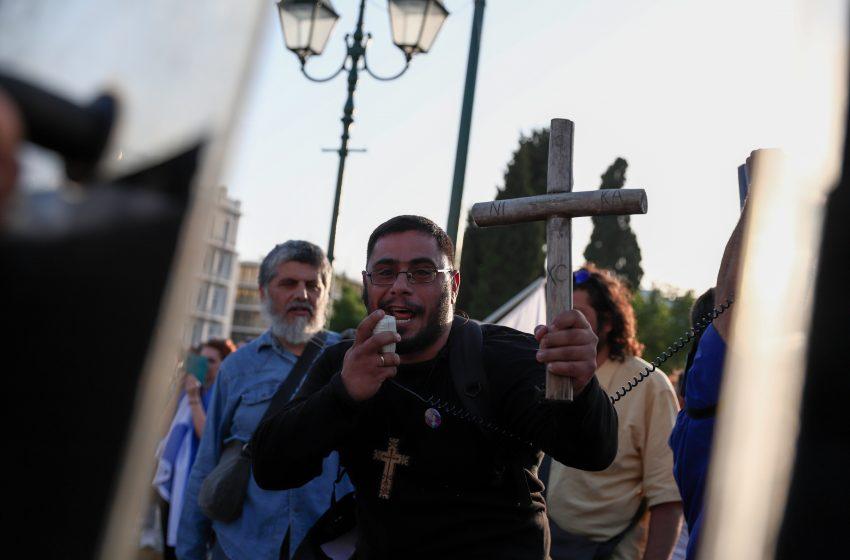 Νέες πορείες αντιεμβολιαστών σε Σύνταγμα και Θεσσαλονίκη-Επιθέσεις σε εκκλησίες