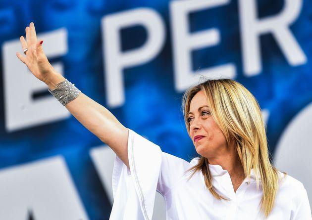 """Τζόρτζια Μελόνι: Πως η ηγέτης του ακροδεξιού """"Αδέλφια της Ιταλίας"""" ξεπέρασε τον Σαλβίνι- Από σερβιτόρα σε κλαμπ της Ρώμης σταρ των ρατσιστών και ομοφοβικών"""