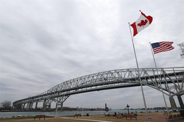 Καναδάς: Θα ξανανοίξει τα σύνορά του για τους εμβολιασμένους ταξιδιώτες
