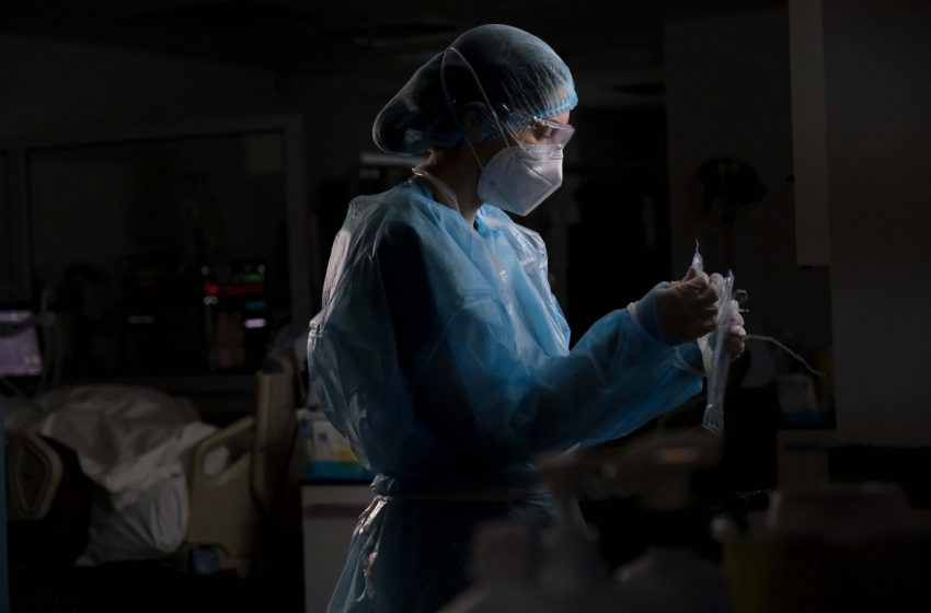 Κοροναϊός: Διπλασιάστηκαν οι νοσηλείες μέσα σε δύο εβδομάδες
