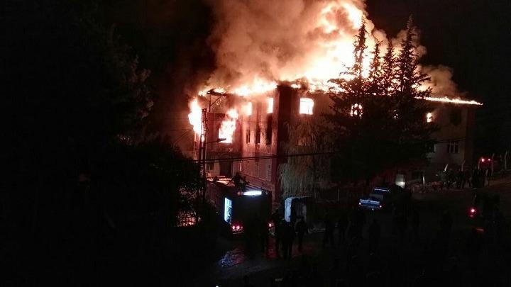 Τουρκία: Τρεις οι νεκροί, συνεχίζονται οι προσπάθειες κατάσβεσης της φωτιάς στην Αττάλεια