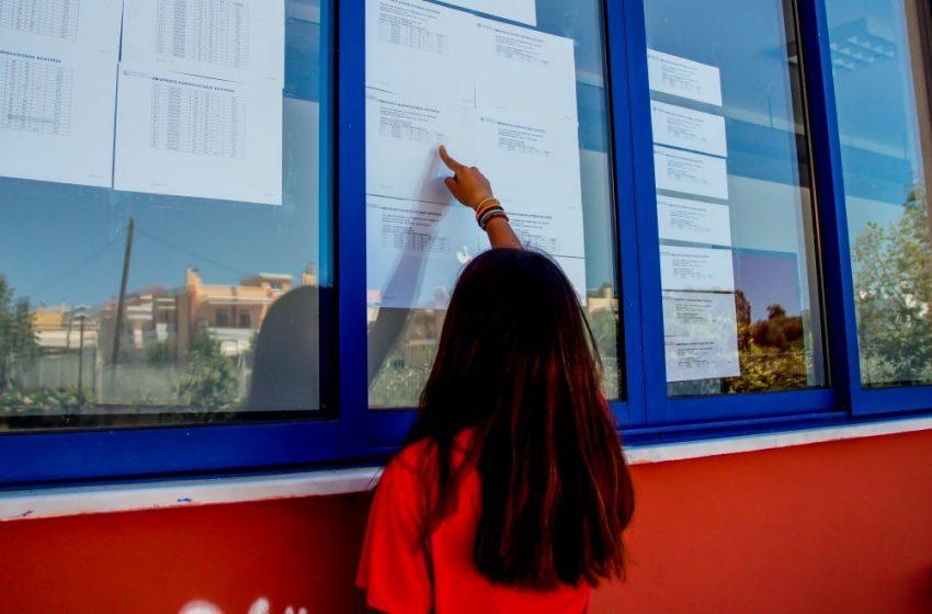 Πανελλήνιες: Εκτός ΑΕΙ 25.000 υποψήφιοι λόγω Ελάχιστης Βάσης Εισαγωγής- Έντονες αντιδράσεις