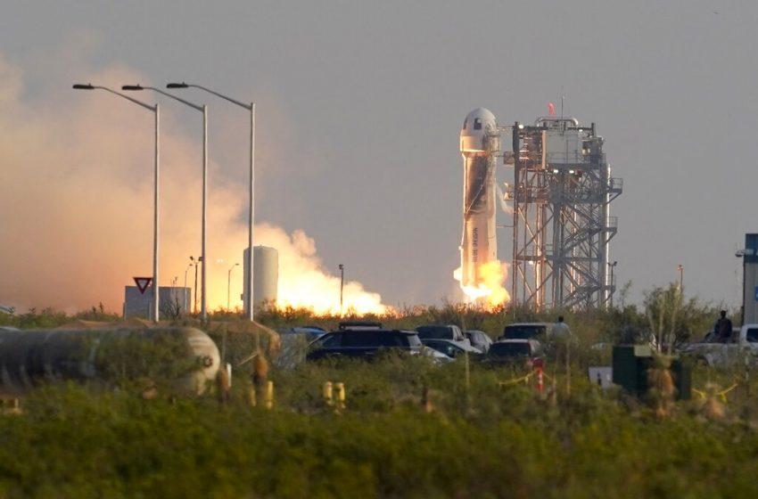 Γύρισε από το διάστημα ο Τζεφ Μπέζος: 11 λεπτά η διάρκεια της πτήσης