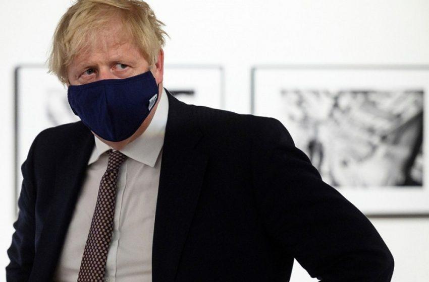 Συγκαλεί την COBRA για το Αφγανιστάν ο Τζόνσον – Ανακαλούνται από τις άδειες τους οι βρετανοί βουλευτές